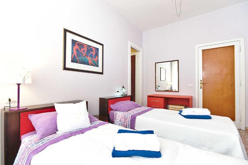 Rom-Schlaf-Startseite lila Zimmer