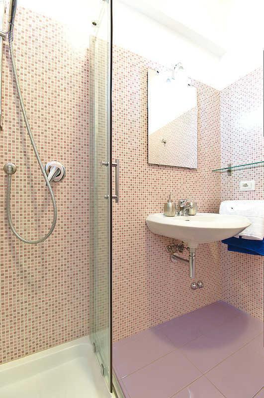 Rom-Schlaf-Startseite lila Badezimmer