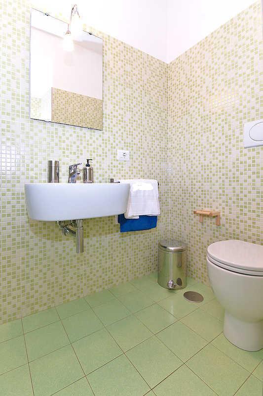 Rom-Schlaf-Startseite grüne Badezimmer