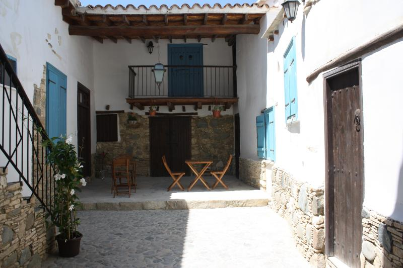 Aperanti Agrotourism B&B- double room ground floor, holiday rental in Peristerona