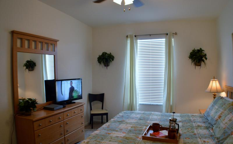 MASTER BEDROOM, LED TV, FREE WIFI, DVD PLAYER, WALK IN CLOSET