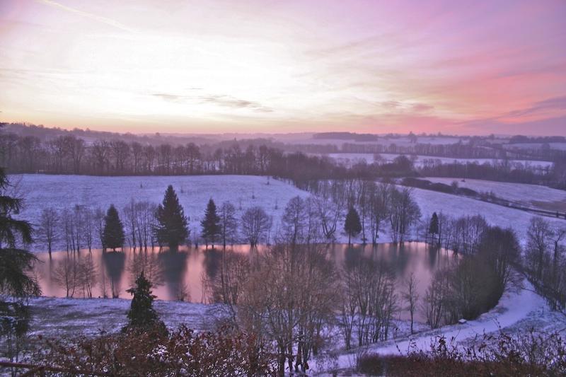 Domaine de Montagenet - Le parc et l'étang sous la neige