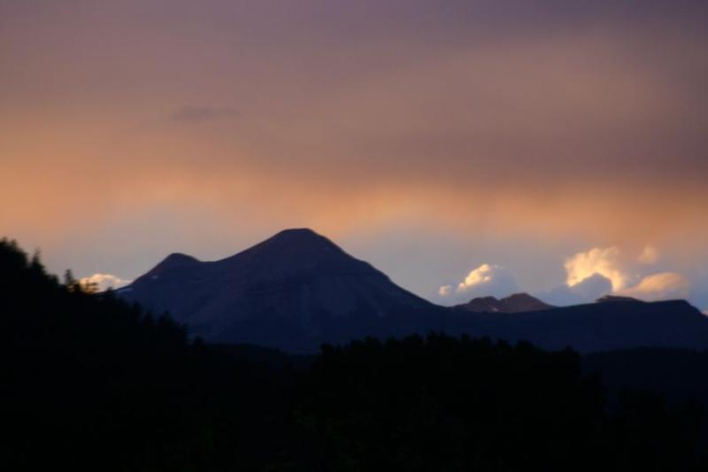 Avond uitzicht op de bergen