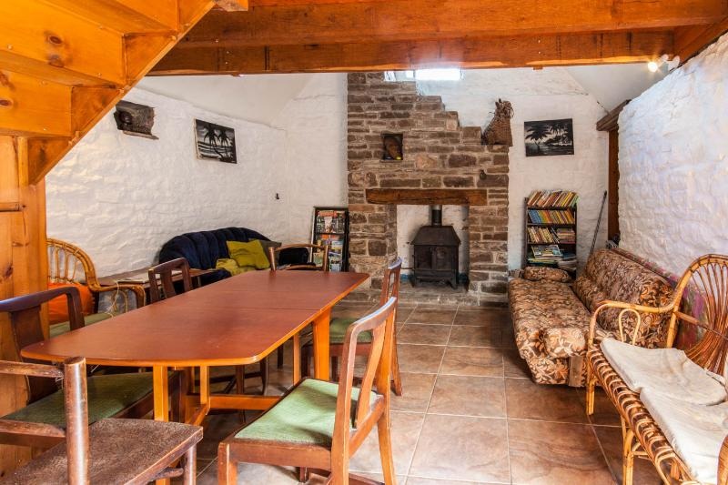 Middle Ninfa Farm Bunkhouse, alquiler de vacaciones en Llanddewi Rhydderch