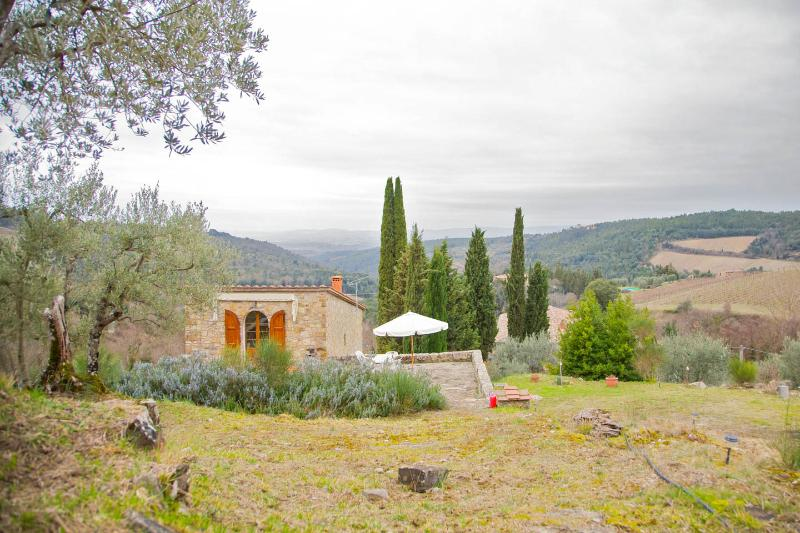 Romantic cottage  in the heart of Chianti, Tuscany, vacation rental in Castellina In Chianti