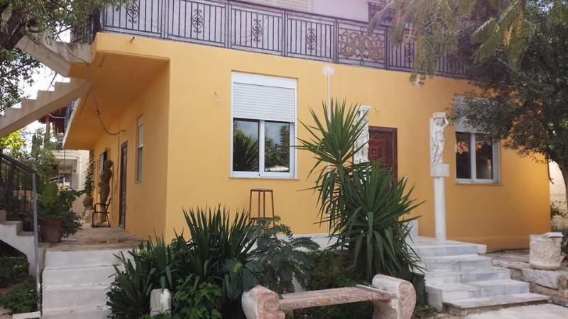 House/villa by mountain with Art museum, vacation rental in Koropi