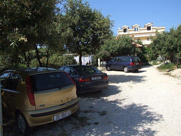 aparcamiento (casa y alrededores)