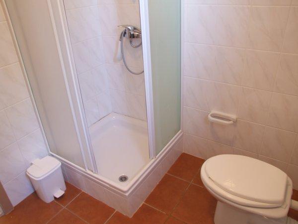 A3 (2): baño con inodoro