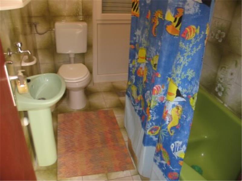 A1 (4) KAT: salle de bain avec toilette