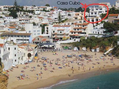 Casa Cubo Carvoeiro en la parte superior central de la playa y justo en la ciudad, con vistas al mar perfecto, todo incluido