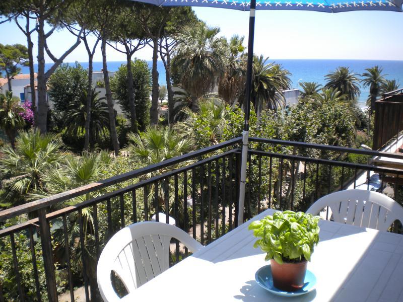 Attico vista mare, holiday rental in Porto Badino