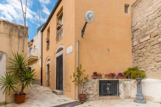 Little delicious house in Ragusa Ibla for 4/5 people
