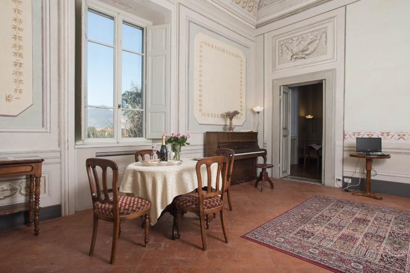 The Three-Centuries-of-Art apartment at Villa Di Lupo Parra