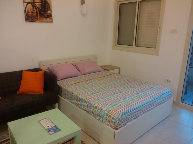 Holiday Apartment in downtown Haifa, vacation rental in Qiryat Bialik