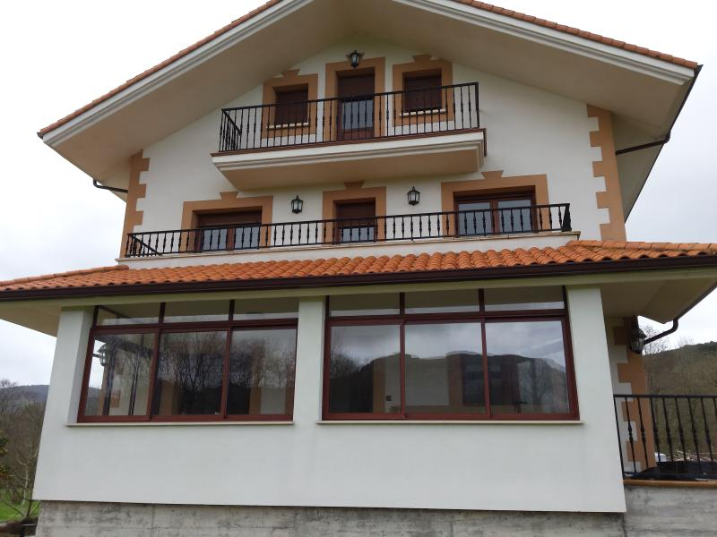 Villa de 2 plantas, holiday rental in Gibaja