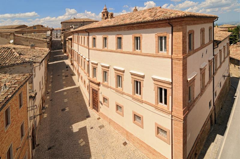 Palazzo Morichelli d?Altemps Luxury Apartments, Ferienwohnung in Santa Maria d'Alto Cielo