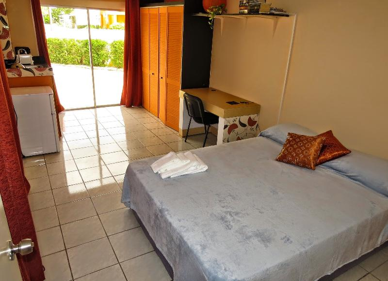 Centrally located, cozy studio apartment, location de vacances à Santa Cruz