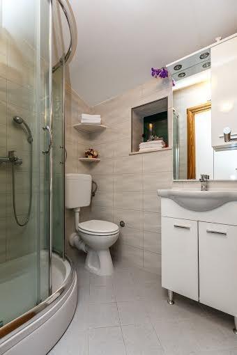 Bagno al primo piano con doccia