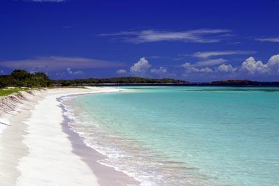 La Chiva Beach (praia azul)