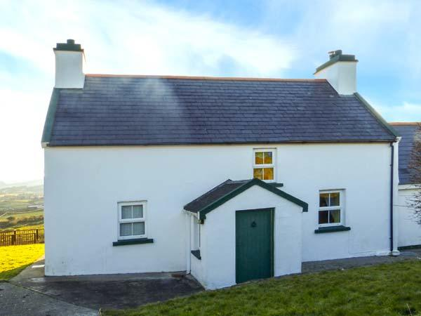 SUGARBUSH, stunning scenery, sea views, en-suite, pet-friendly cottage near, holiday rental in Castletownbere