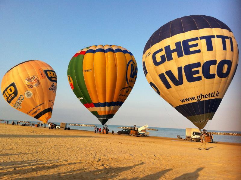 Balloon racing on Porto San Giorgio beach