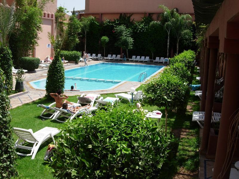 piscina a poca distancia (entrada de pago)