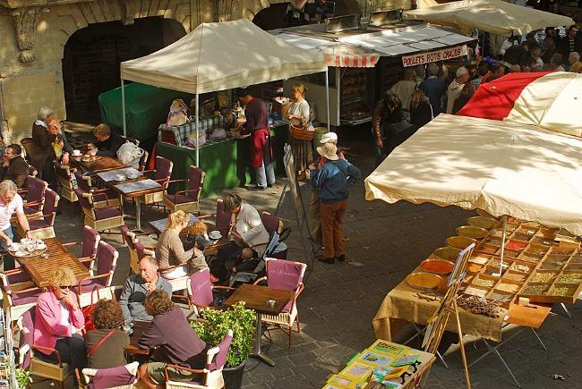 mercado de Uzes