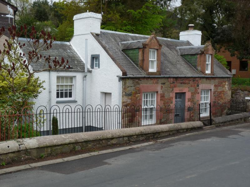 Newly Renovated Period Cottage - Walking Distance to Melrose, Free Wi-Fi!, holiday rental in Borders