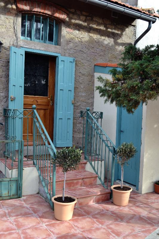 Enter the apartment from the terra cotta steps.