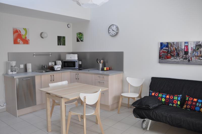 Le Saint Hippolyte -Studio avec mezzanine - 2 pers, holiday rental in Hieres-sur-Amby
