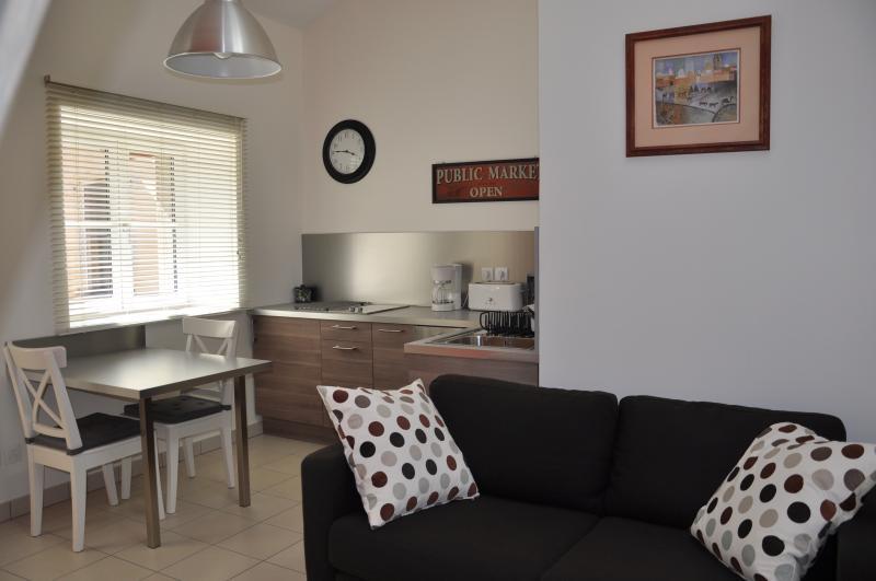 Le Médiéval - Studio avec mezzanine - 2 pers, holiday rental in Hieres-sur-Amby