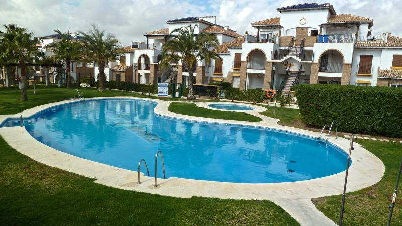 Al Andalus Hills 2BD apartment and winter poll, vacation rental in Vera