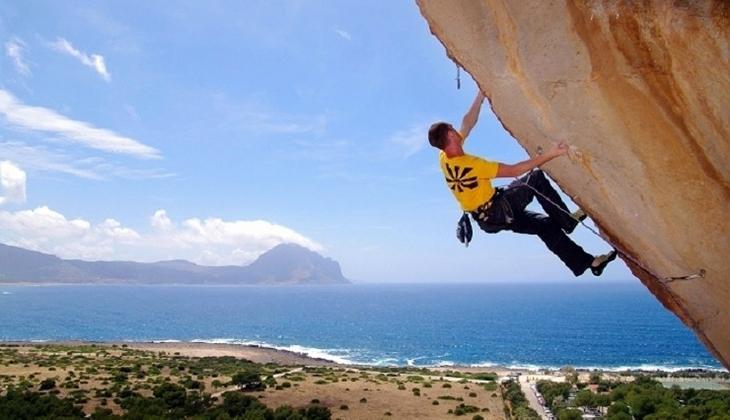 Free-climbing a 2 Km.