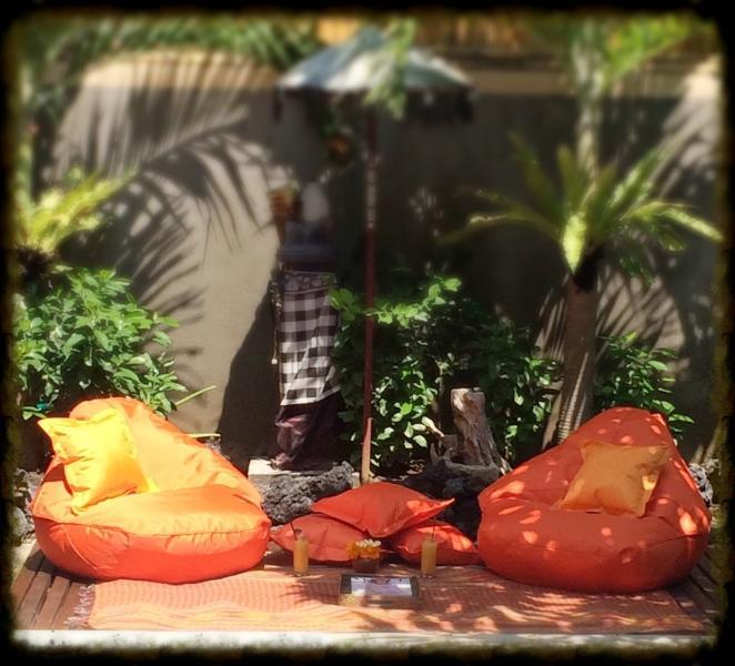 Oasis #AyatanaBali #Seminyak junto a la piscina