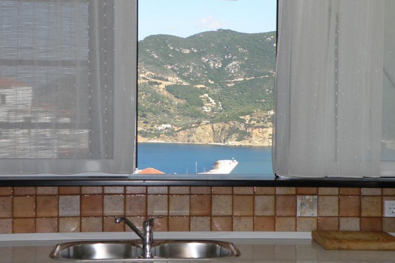 Aquamarine Upper Apartment, location de vacances à Ville de Skopelos