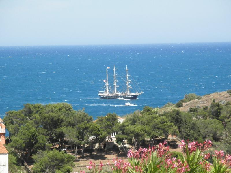 Le Bélem de passage à Port-Vendres (vue depuis la terrasse)