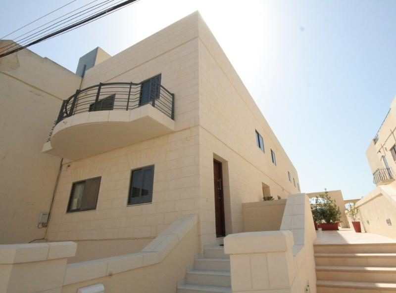 Beautiful, large and ultra modern holiday home, vacation rental in Cospicua (Bormla)