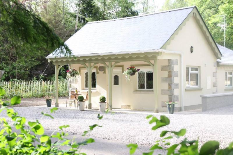 5* Gate Lodge on Blessingbourne Estate, casa vacanza a Fintona