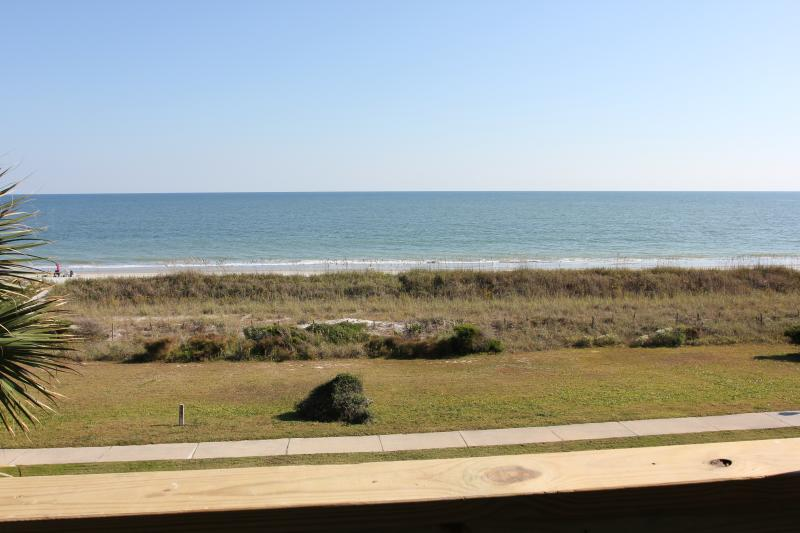 Myrtle Beach Oceanfront Condo Steps to the Beach, holiday rental in Myrtle Beach