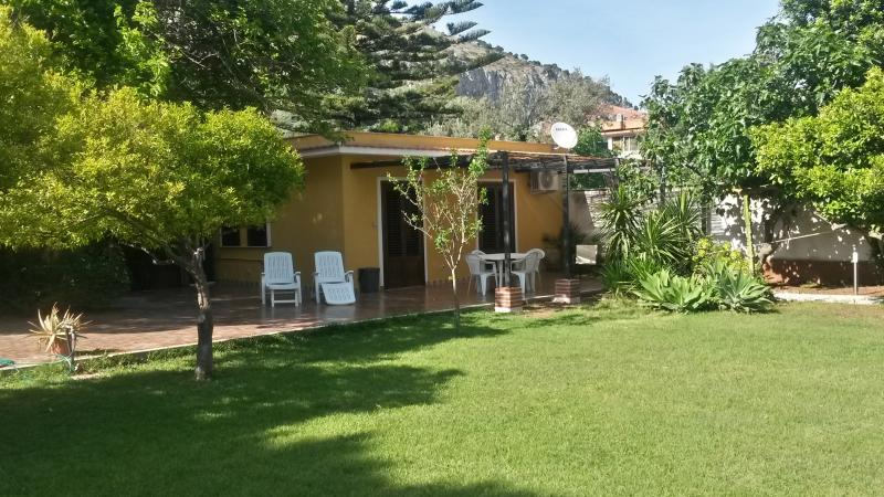 rose's cottage, holiday rental in Mondello