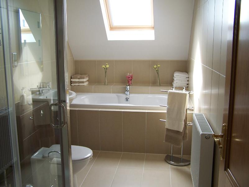 Family bathroom in No 1 Lodge, Upstairs