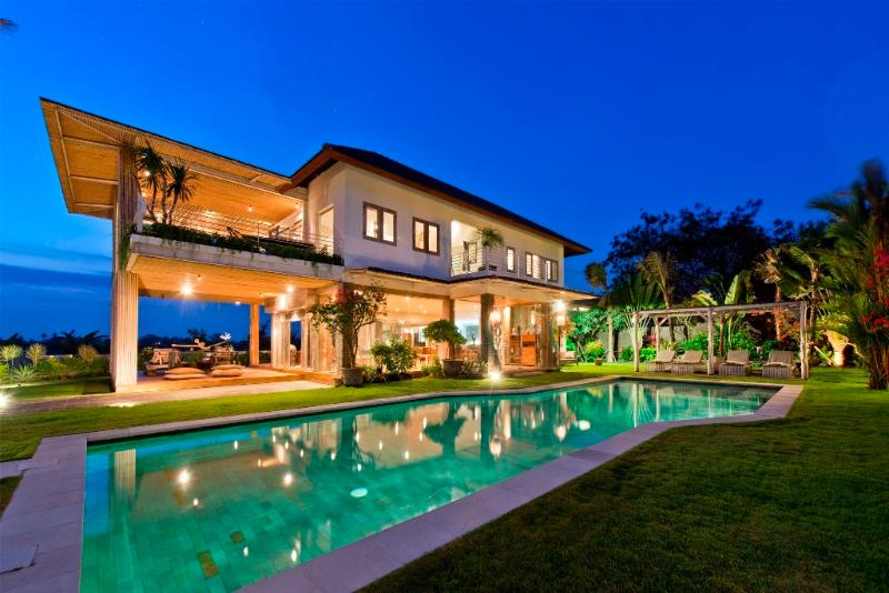 Villa main building with spacious living room, kitchen,TV-room, 2 terraces and 3 bedrooms (upstairs)