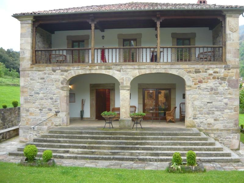 Villa de 5 habitaciones con jardín privado, alquiler de vacaciones en Ojedo