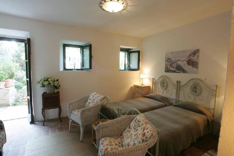 first floor: bedroom (2 sleeps)