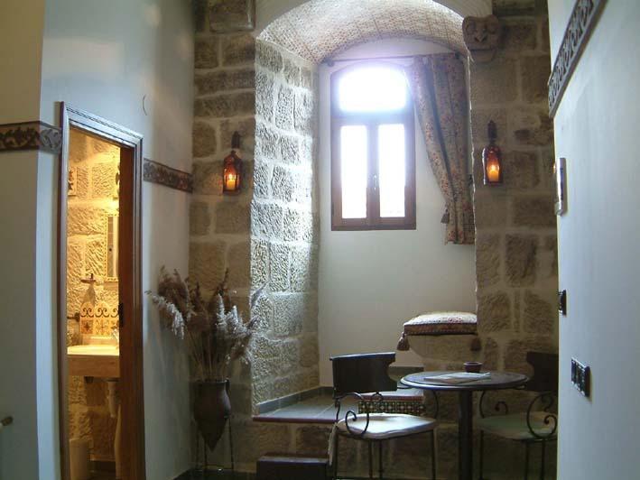 CASA RURAL-MEDIEVAL TORRE FUERTE S.XIII 'POTERNA', holiday rental in Ciruena