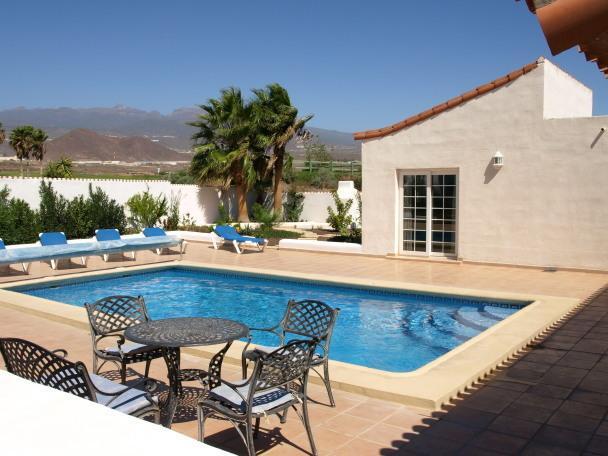 Casa Carmela, Alamos Park, Golf Del Sur - 3 or 4 bed villa with heated pool, holiday rental in Golf del Sur