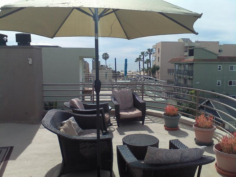 500 sf oceandeck 360 views, BBQ patio furnishings tilt umbrella table seating to 4.