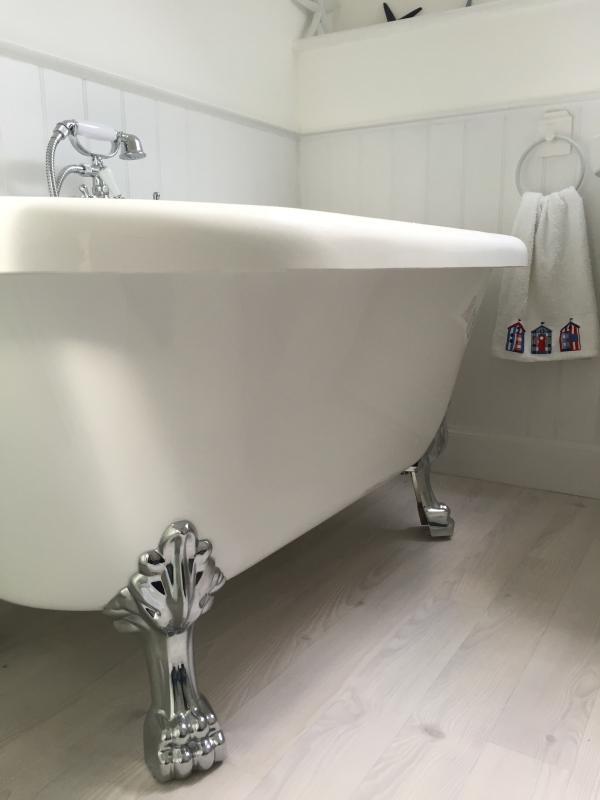 Hermoso baño relajante, tiempo para relajarse!