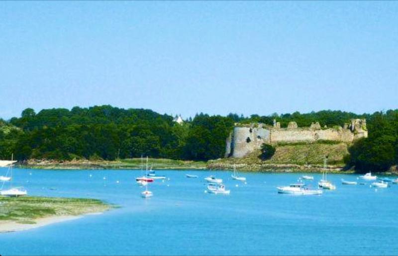 Joli maison à 20 mn St Malo  !  Spacieuse  et lumineuse, holiday rental in Crehen