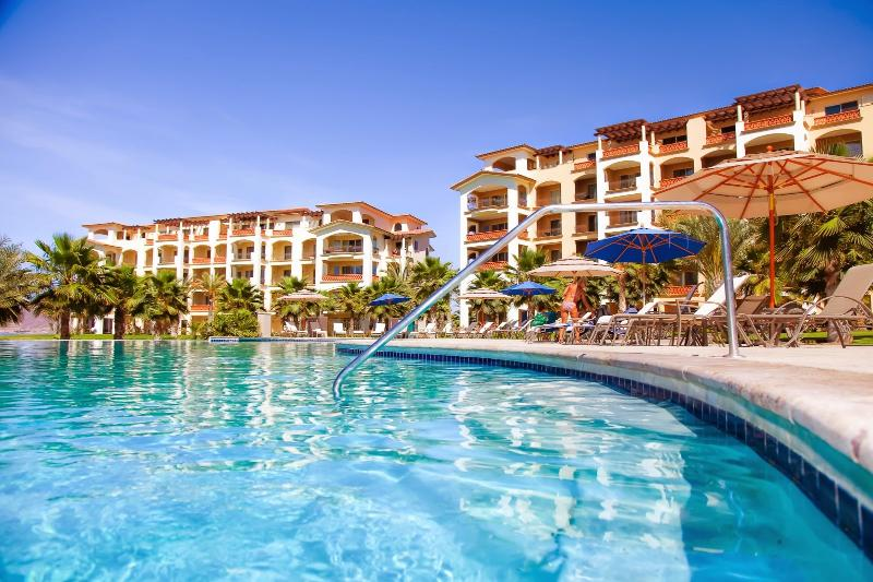 Spectacular beach front condo, holiday rental in La Paz